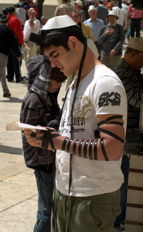 tefillin_worn_by_a_man_at_the_western_wall_in_jerusalem.jpg