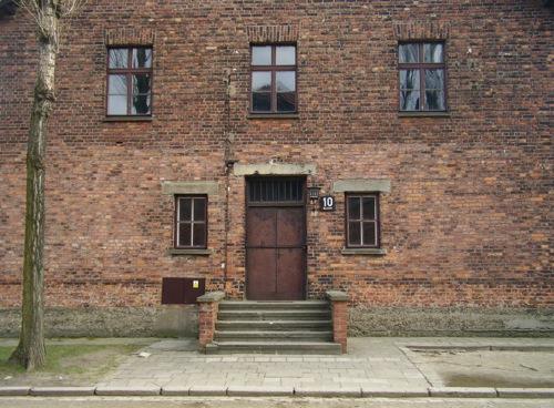 Auschwitz_Mengele_Block_10.jpg