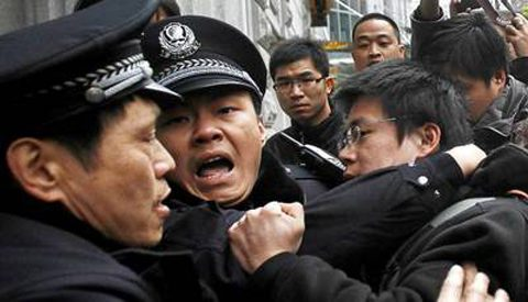 Chinese police arresting members of Beijing's Shouwang Church in 2012