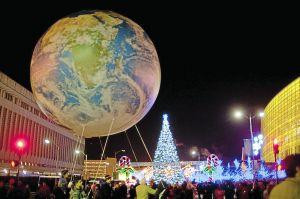 peace on earth parade balloon