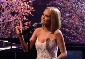 """Singer and actress Kristin Chenoweth performs a parody of the song """"Popular"""" from the musical """"Wicked,"""" directed at sexting politician Anthony Weiner. (Screenshot via """"The Tonight Show""""/NBC) Read more: http://www.upi.com/blog/2013/07/31/Kristin-Chenoweth-sings-Anthony-Weiner-Wicked-parody-VIDEO BELOW"""