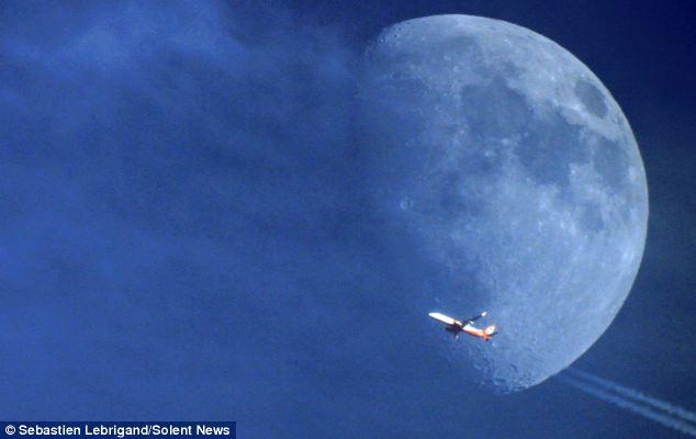 Plane Flying on Moon 2
