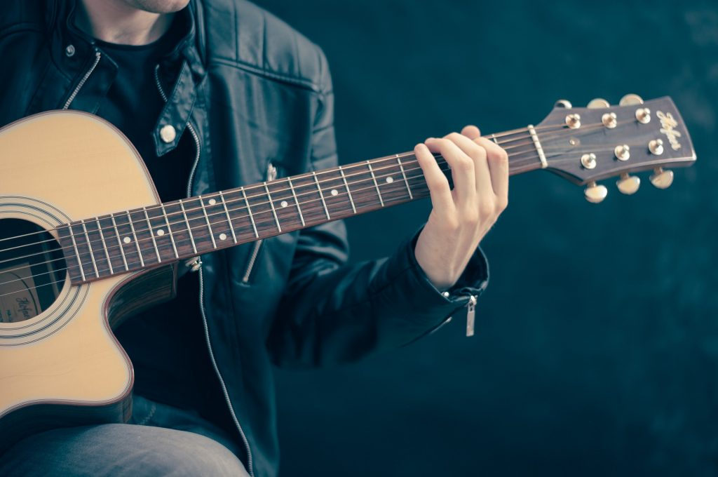 guitar-756326_1920