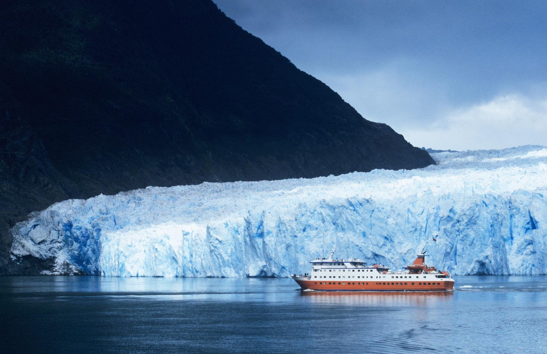 cruise ship near st raphael glacier palabras que fortalecen