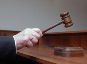 Un juez dictaminó que el menor vivirá con sus cuatro hermanos.