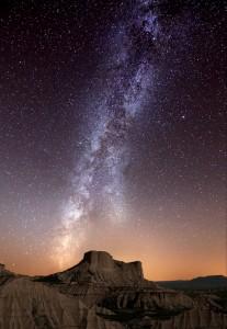 Al ver hacia la inmensidad del cielo, nos encontramos con que cada una de las estrellas posee planetas girando alrededor de ellas.