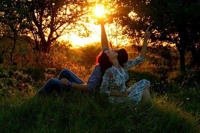 https://pixabay.com/en/couple-love-sunset-grass-romance-915981/