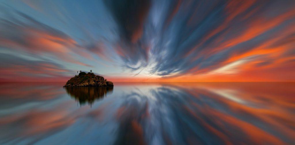 https://pixabay.com/en/sunset-sky-waters-panorama-evening-3087145/