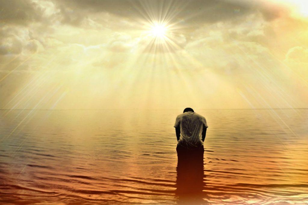 man_human_person_sea_ocean_sun_sunlight_sunbeam-702211.jpg!d