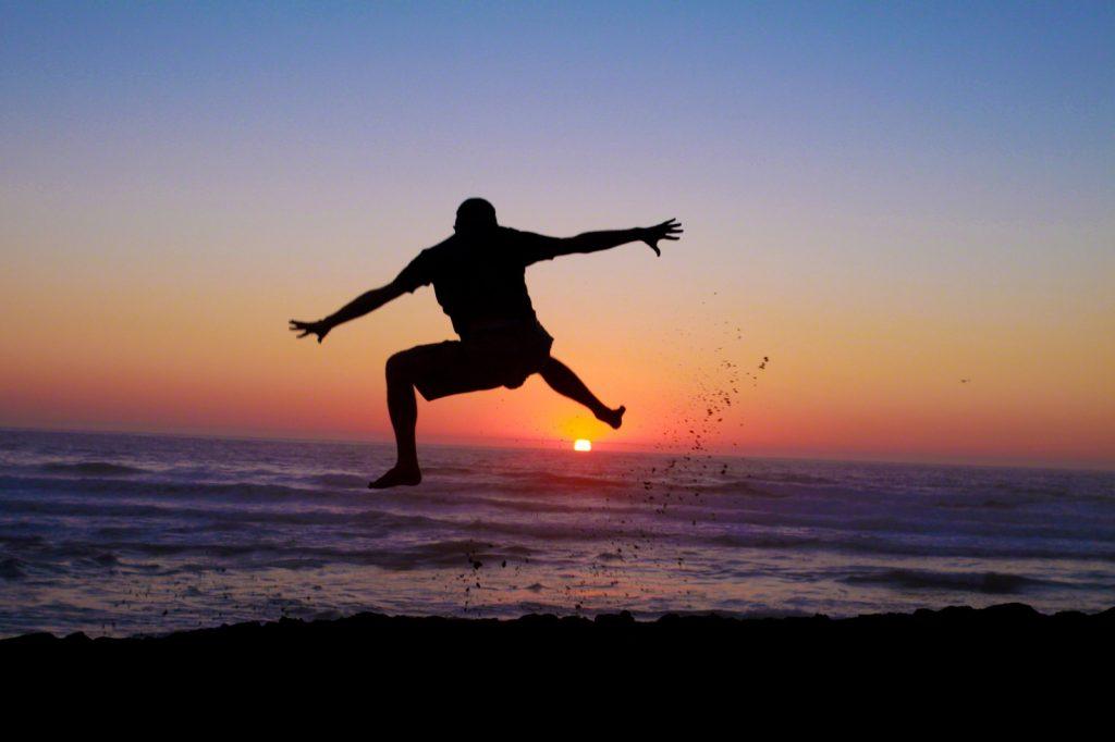silhouette-man-jumping-beach-883937-print