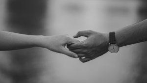black-and-white-couple-hands-1004014