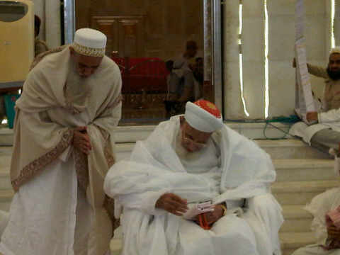 Syedna Mohammed Burhanuddin RA with his successor and mansoos, Syedna Mufaddal Saifuddin TUS