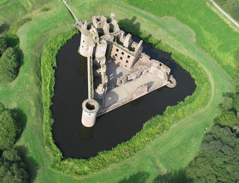 Caerlaverock_Castle_from_the_air.jpg