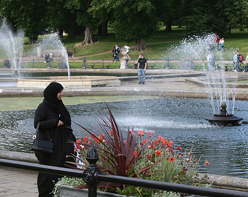 muslim-woman-chador-london-5.jpg